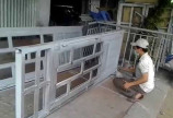 Sửa chữa cửa sắt tại nhà giá rẻ TPHCM